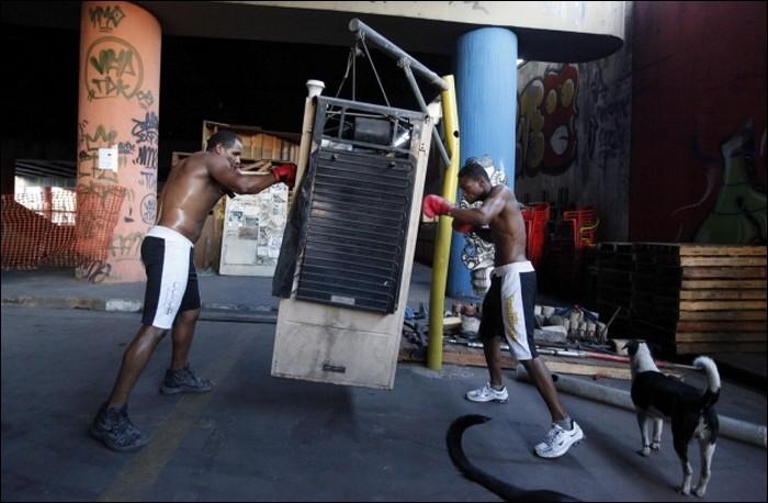 Gimnasios autoconstruidos econom a en ch ndal for Gimnasio de boxeo