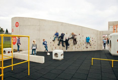 children_at_climbing_wall